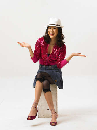 woman wearing hat: Young woman wearing hat and gesturing