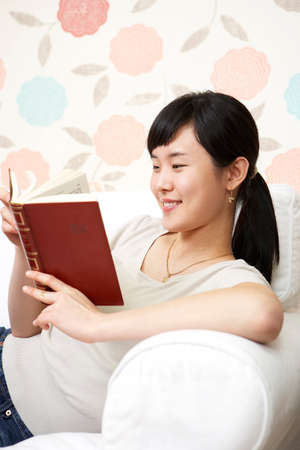 leisureliness: Young woman reading book