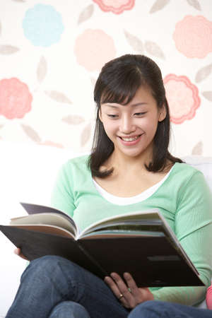 joyfulness: Young woman reading book