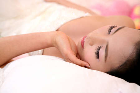 leisureliness: Woman lying down on bed LANG_EVOIMAGES