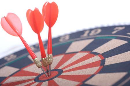 leisureliness: Darts in bulls eye of dartboard, close up LANG_EVOIMAGES