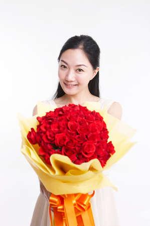 giovane donna: Giovane donna con bouquet, ritratto