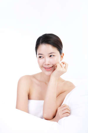 fair skin: Young woman smiling LANG_EVOIMAGES