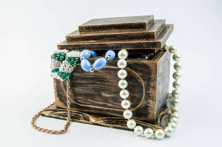 cofre del tesoro: Abrir la caja de joyer�a viejo pirata y collar