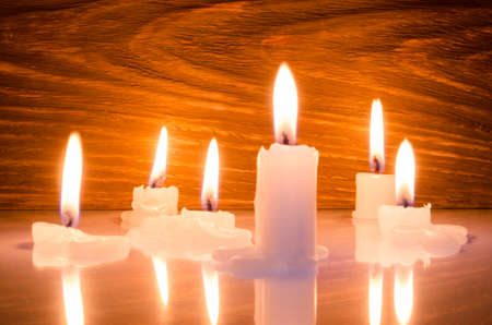 flickering: Warm candle light