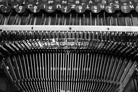 Mechanism of typesetting strikers with the English alphabet in an old retro typewriter 版權商用圖片