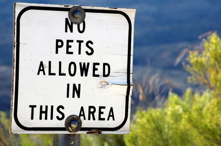 Sign prohibiting pets.