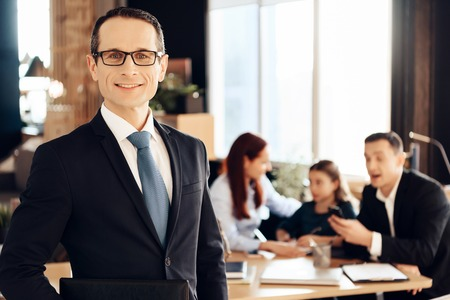 Confident adult man in suit stands in front of office of family lawyer. Dissolution of marriage of two adults. Family in office of family lawyer. Stockfoto