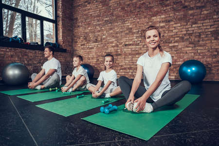 Dad and son in the gym sit in the lotus position. 写真素材