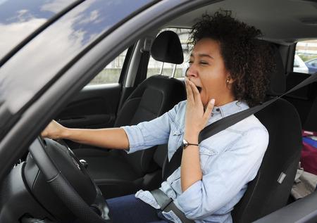 müdigkeit: M�digkeit Wheel - Junge Frau schl�ft