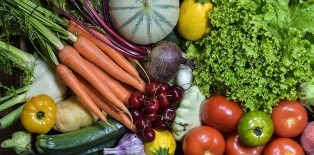 Fruits et légumes, shoot studio sur la table Banque d'images - 61113443