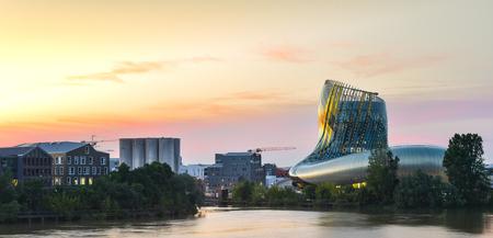 La cité du vin est le Musée du Vin de Bordeaux, à proximité de la rivière Garonne. Bordeaux, Aquitaine. France.