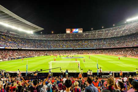 fila: Barcelona, ??Camp Nou, estadio de fútbol, ??España Foto de archivo