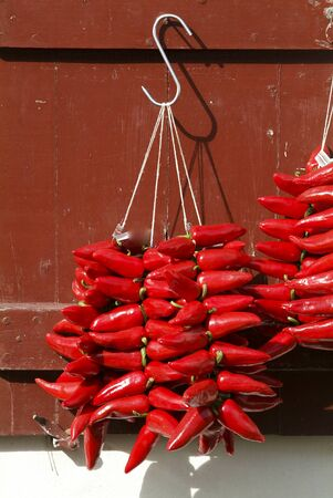 pays: Red chilli peppers, Espelette, Pays Basque, Aquitaine, France Stock Photo