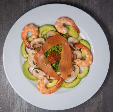 Healthy breakfast with salmon, salad, avocado mushroom, salmon egg, red onion Standard-Bild