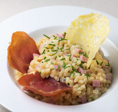 Pastasotto recipe with shells and ham, ham and cheese tiles