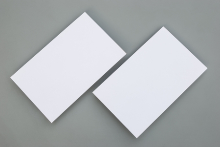 blank business cards on grey background Banque d'images