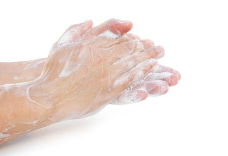 handwash: hombre que se lava las manos en blanco con trazado de recorte