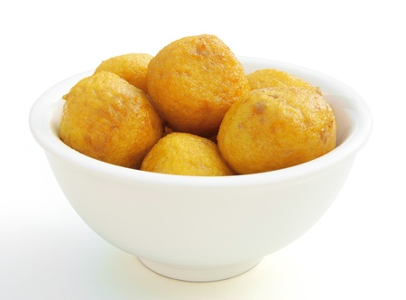 curry flavor fish balls in bowl with clipping path Standard-Bild