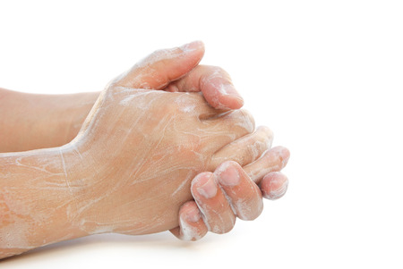 lavamanos: hombre lavarse las manos en blanco