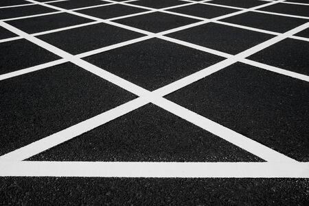 lineas blancas: l�neas blancas transversales en asfalto Foto de archivo