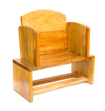 silla de madera: silla de madera vista lateral para los ni�os en blanco