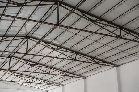 dak van een fabrieksgebouw