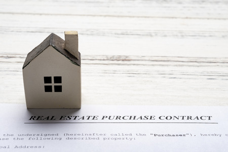real estate purchase contact with an architectural model close up 版權商用圖片