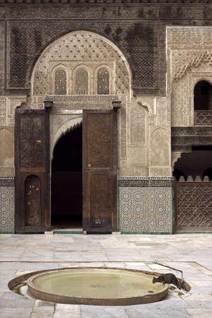 fez: Una vista de la madrasa marroqu� de medievel (madersa) en la ciudad imperial de Fez.