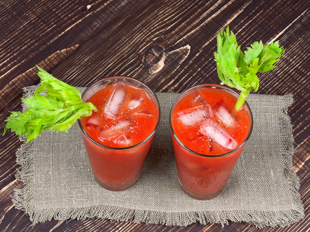 bloody  mary: Bloody mary cocktails  on wooden background