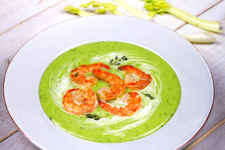 parsel: Green organic vegetable and creamy soup with shrimps