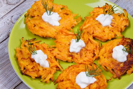 Carrot Pancakes With  Yogurt Sauce 免版税图像