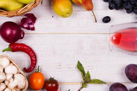 Uva, Manzanas, Peras, Champiñones, Chiles, Tomates, Albahaca ...