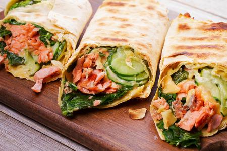 pollo rostizado: Salmon, Spinach, Cheese and Cucumber Burritos