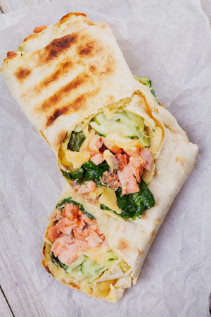pollo rostizado: Salmon, Spinach, Cheese and Cucumber Burritos. View from above, top studio shot