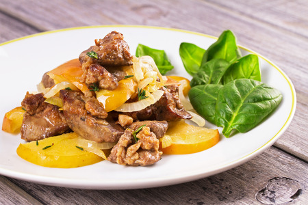Chicken liver with apple, spinach and onion
