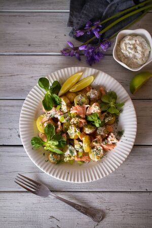 Poached Salmon salad with baby potatoes  and yogurt dressing. Overhead vertical image Imagens
