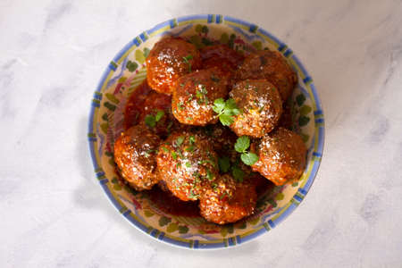 Meatballs with tomato sauce and cheese. Overhead horizontal photo 免版税图像