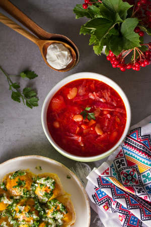 Soup made with vegetables, meat, bean and beet root: borsht, bortsch, borshch, borscht. Traditional dish in Ukraine, Russia, Poland. View from above, top studio shot Imagens