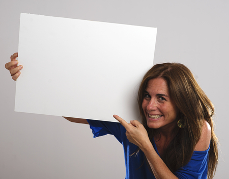 protruding eyes: Attractive woman with long hair and cap series lamientras holding a white sign with His Hands