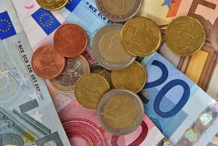 soldi euro: banconote e monete in euro soldi Archivio Fotografico