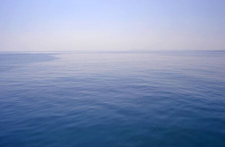 mar en calma y sin viento