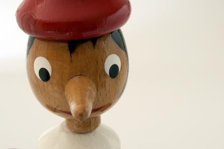 marioneta de madera: Pinocho sobre fondo blanco