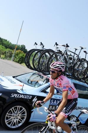 """alberto: Cortina D'Ampezzo, Italia - 22 de mayo: Giro de Italia de Conegliano a Gardeccia  Val di Fassa 22 de mayo 2011 en Cortina D'Ampezzo, Italia. Ciclista Alberto Contador, durante la 94a """"Giro de Italia, Duraci�n del curso: 229 km Editorial"""