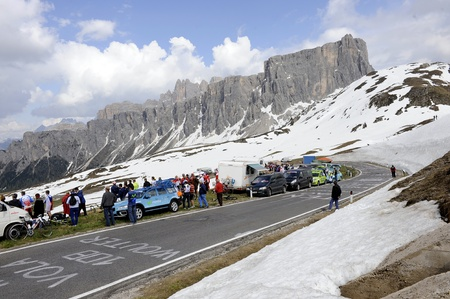 alberto: CORTINA D'AMPEZZO, ITALY - MAY 22: Giro DItalia from Conegliano  to Gardeccia  Val di Fassa May 22, 2011 in Cortina DAmpezzo, Italy. Various Cyclists during the 94th