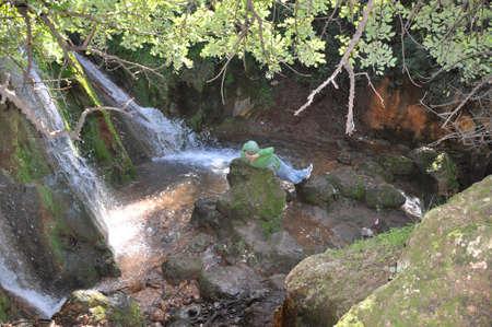 crick: escursionista riposo a farod cascata