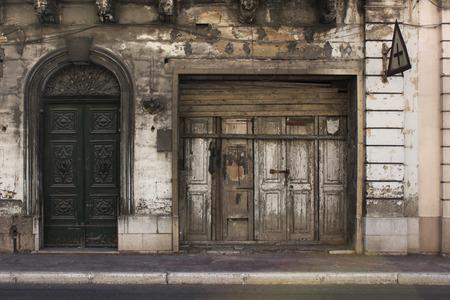 puertas viejas: Puertas resistido viejo Foto de archivo