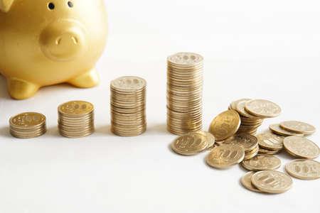 Piggy Bank and collapsing 500 yen chart Stok Fotoğraf