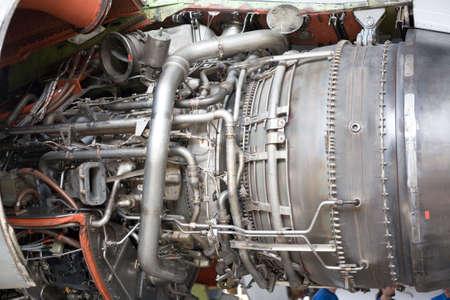 turbofan: abri� los motores de las aeronaves en el hangar