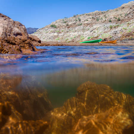 Underwater Split View Photo of a Nevada Lake, with Mountains and a Bright Blue Sky in the Background on a Sunny Day Banco de Imagens